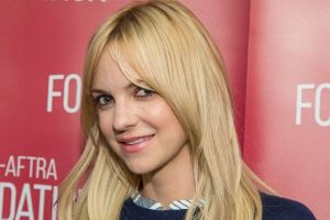 Anna Faris returns to work 'with a smile'