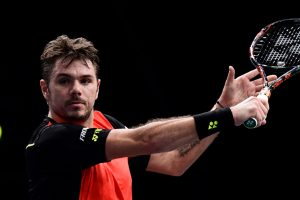 Paris Masters: Wawrinka ousted, Murray struggles
