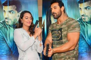 Sonakshi Sinha, John Abraham pay tribute to soldiers at India Gate