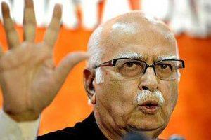 Support Modi's 'bold step' on demonetisation, says Advani