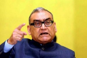 After criticism, SC gives notice to Katju