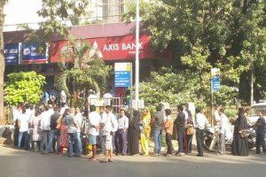 Cancelling breaks, crowds throng Mumbai banks