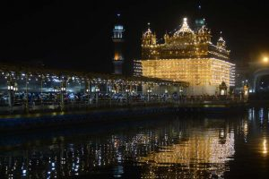 Thousands throng gurudwaras to mark Gurpurab