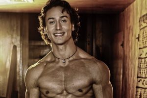 Candid picture of Tiger Shroff's toned look