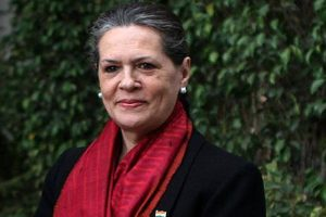 Sonia walks into private museum, leaves staff dumb-struck