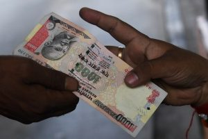 Govt lowers notes exchange limit to Rs.2,000
