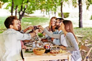Dining out: Eat smart to look good!