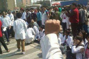 Safdarjung resident doctors continue strike