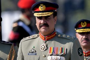 Pak PM Sharif hails outgoing army chief