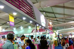 People throng Delhi trade fair, but traders rue low sales