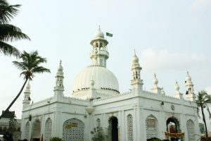After long battle, women to enter Haji Ali dargah