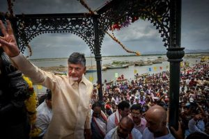 Andhra CM starts functioning from Velagapudi