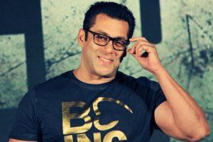Salman Khan welcomes Ahan Shetty in Bollywood