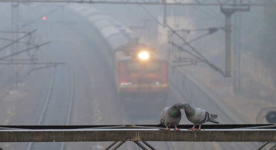 Cold Wednesday morning in Delhi, 22 trains cancelled