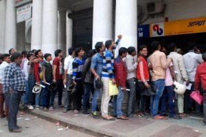 Kolkata continues to queue at banks, ATMs run dry
