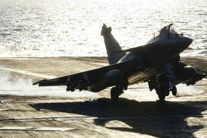 Russian Sukhoi Su-33 skids into Mediterranean