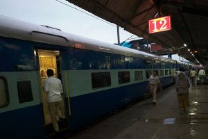 Foggy Wednesday in Delhi, trains delayed