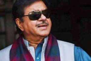Shatrughan bats for Lalu-Kejriwal, Sushil Modi wants him sacked