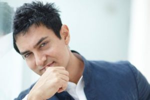 Aamir calls for supporting demonetisation initiative