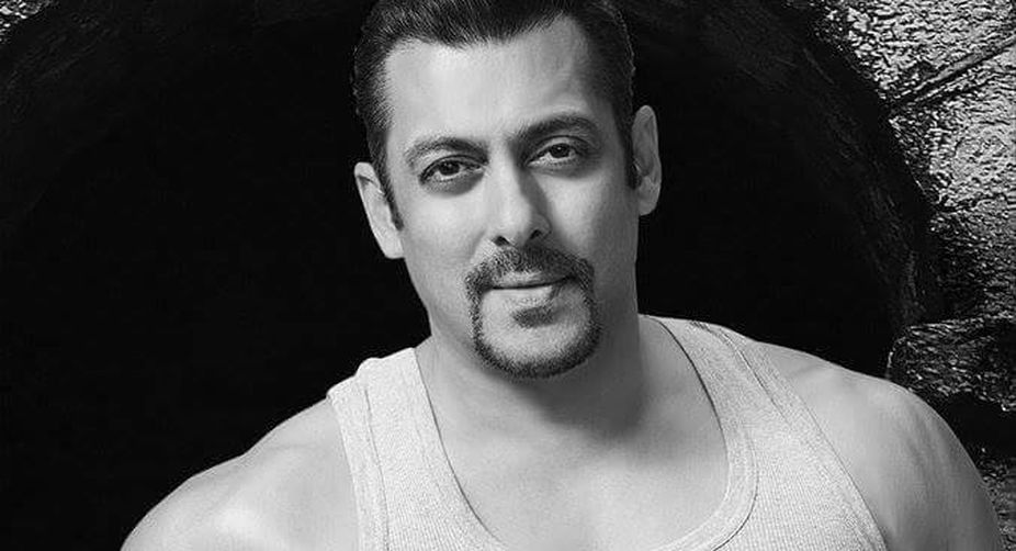 Salman joins drive to end open defecation in Mumbai