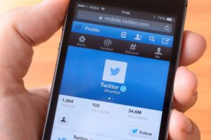 Twitter to update camera app
