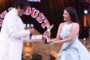 Amitabh, Aishwarya, SRK honoured at Stardust Awards