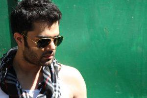 Maniesh Paul to make his debut in Marathi cinema