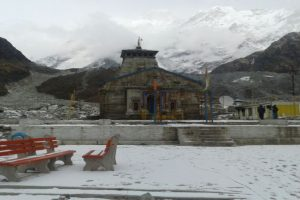 Kedarnath reconstruction work goes on freezing temperature
