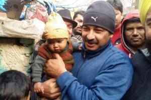 Manoj Tiwari spends night with slum dwellers in Delhi
