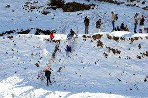 Mild snow near Shimla hills triggers tourist rush