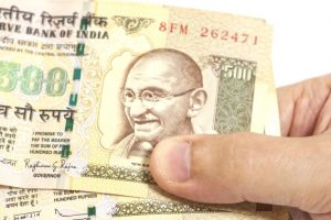 NRIs need to show old notes to Customs at airport