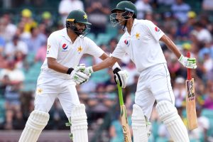 Azhar, Younis lead Pakistan fightback after Aussies declare at 538