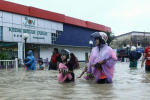 Malaysia floods force 23,000 to leave homes