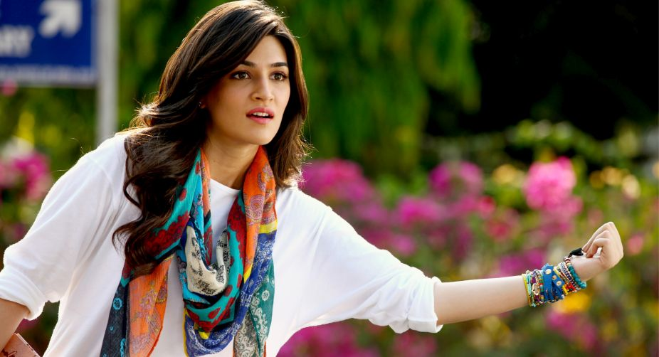 Kriti Sanon not signed for 'Thugs of Hindostan'