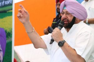 Captain Amarinder dares Kejriwal to fight him on any seat