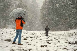 Kashmir Valley temperature drops below freezing point
