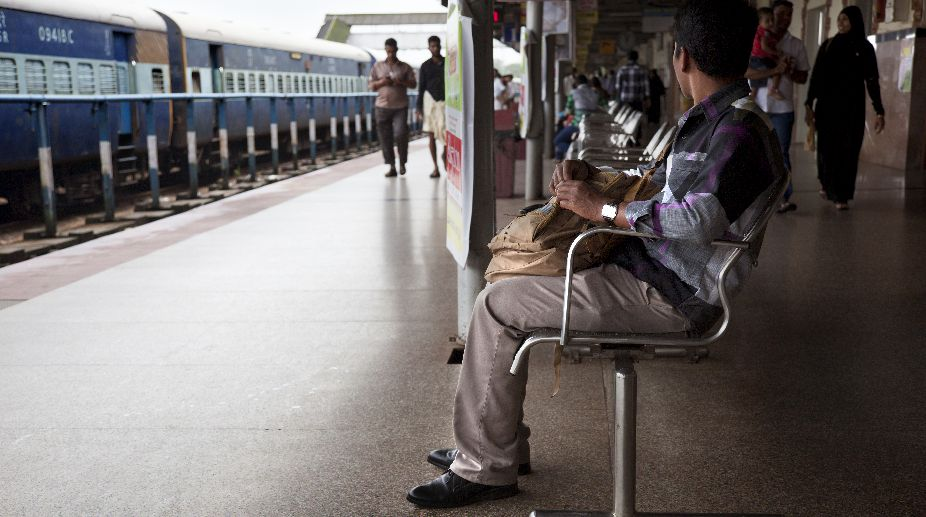 Maharashtra shutdown: Rail blockade in Palghar, Thane