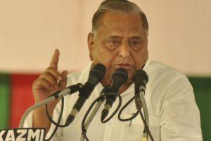 Case filed against Mulayam for 'ordering' firing on 'kar sewaks'