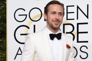 Andrew Garfield, Ryan Reynolds share a kiss at Golden Globes