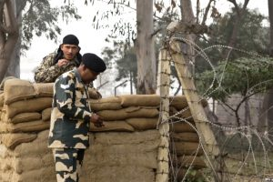 Indian, Pakistani troops trade fire on LoC