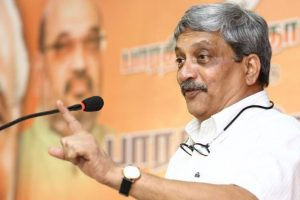 Mail me if teachers don't entertain questions, Parrikar to students