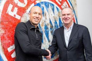 Bayern Munich winger Robben signs contract extension