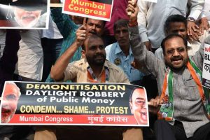 Congressmen protesting against note ban caned