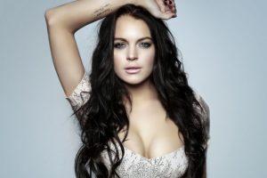 Lindsay Lohan 'educating herself' on Islam
