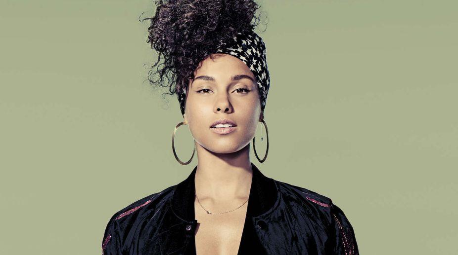 Not a slave to makeup: Alicia Keys