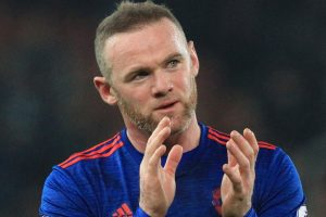 Record-breaker Rooney saves Manchester United at Stoke