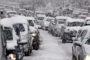 Japan snowstorm causes huge traffic hold-ups