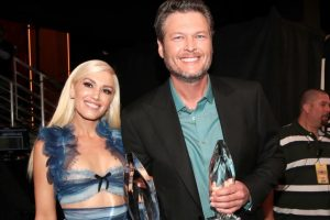 Gwen Stefani surprises crowd at Blake Shelton concert