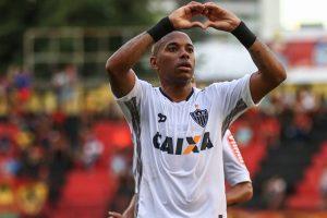 Brazilian Robinho fractures back in international friendly