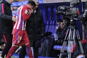 Atletico's Gimenez out for two weeks with injury